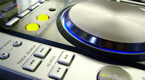 Activision anuncia oficialmente DJ Hero... saldrá el 2009!!!