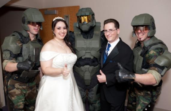 ¡Nada dice te amo como una boda Halo!