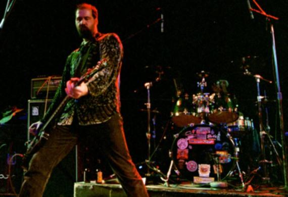 Krist Novoselic, bajista de Nirvana, no se la puede con su tema en Rock Band 2