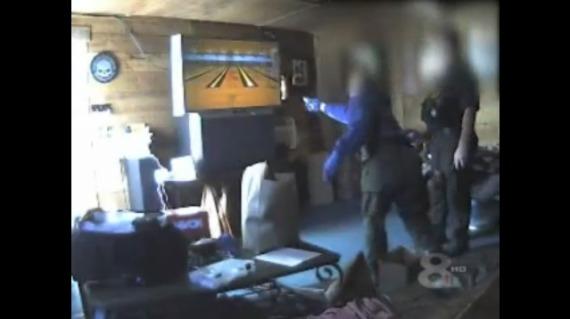 Como celebra la policía de Lakeland una redada exitosa? Jugando Wii Bowling