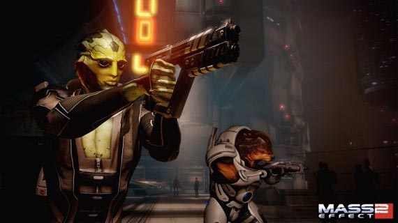 Shepard al rescate en video gameplay de combate [Mass Effect 2]