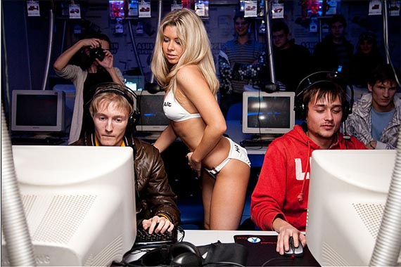 ¿Strippers o Counter Strike? [La media pregunta /facepalm]