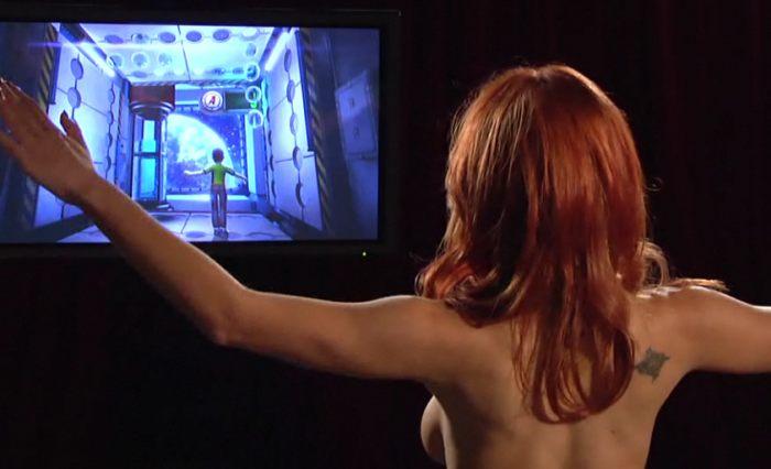 Kristen Price pone a prueba Kinect [Xbox 360 - Pornstar]