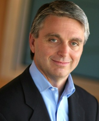John Riccitiello, CEO (Cabezón en Spanish) de Electronic Arts