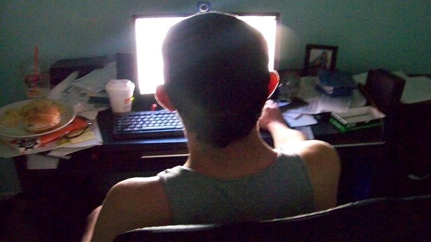 Joven tailandés muere frente a su PC