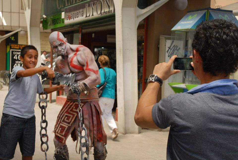Atentos mortales, Kratos ha llegado a Santiago [NotKidding]