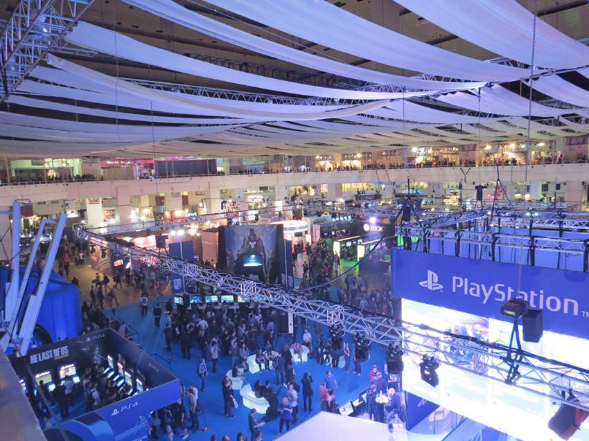 Panorámica desde las alturas. El recinto contaba con 2 pisos lleno de actividades, y mucha gente!