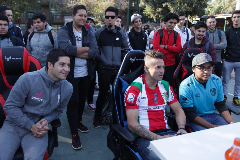 Figuras de la UC y Palestino adelantaron la Liga eSports Fútbol