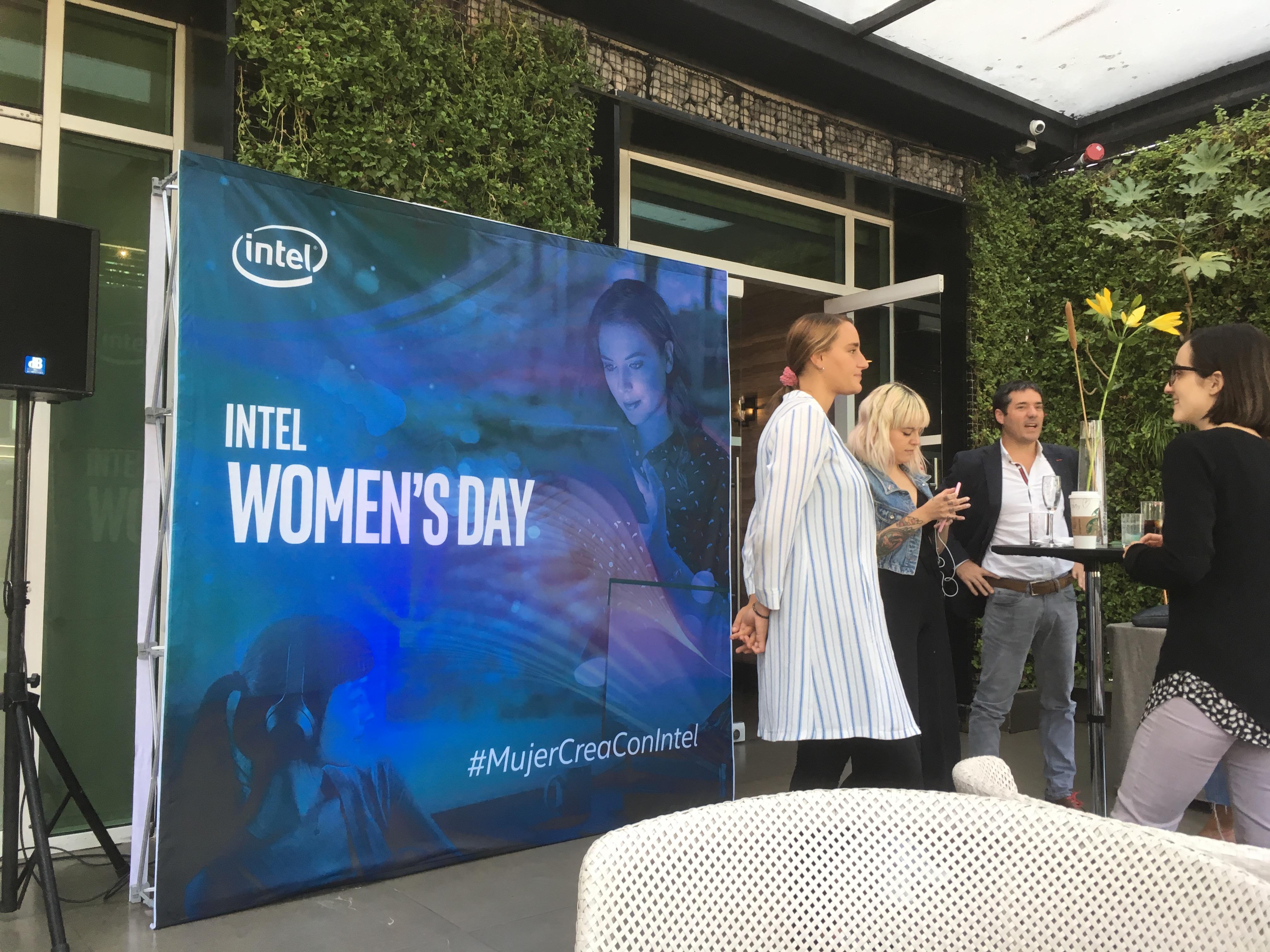 Intel presentó un conversatorio de tecnología y emprendimiento femenino